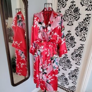 Beautiful vibrant red kimono/robe